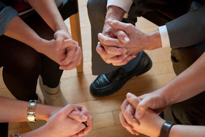 Gebetsgruppe01-1000x665