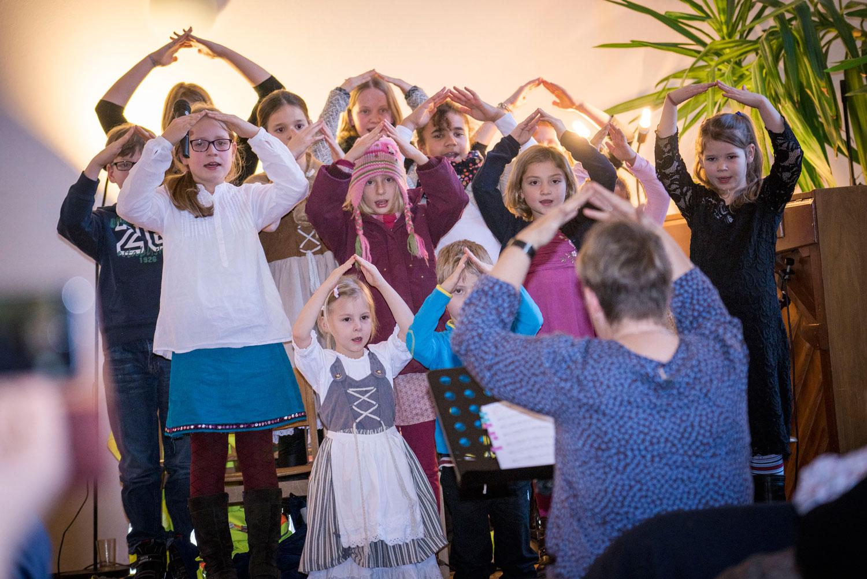 """Christvesper-Besucher begeistert von Kinder-Singspiel """"Vater Martin"""""""